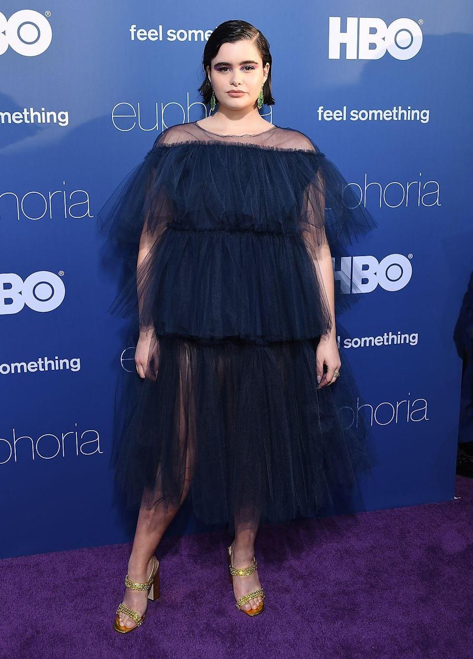 <p>Whether it has tulle or lace, you can't go wrong with a dark, feminine and chic dress, like the one Barbie Ferreira wore to the Euphoria premiere.</p>