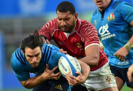 Tonga's Steve Mafi (R) fights for the ball with Italy's Luke McLean during the rugby union Test match in Padua on November 26, 2016