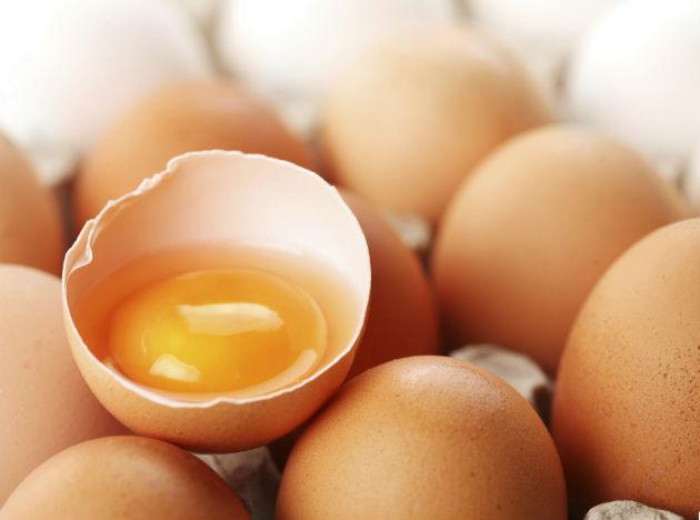 <b>Eggs </b>contain Zinc, Vitamin B, Iodine, Omega-3 Fatty Acids, and protein. All these compounds present in Eggs in various amounts are good for brain activity and also give you an energy boost.