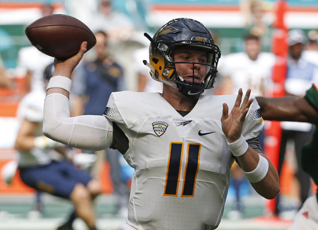 "Toledo quarterback <a class=""link rapid-noclick-resp"" href=""/ncaaf/players/226344/"" data-ylk=""slk:Logan Woodside"">Logan Woodside</a> is fifth in the country in passer rating. (AP Photo/Wilfredo Lee)"