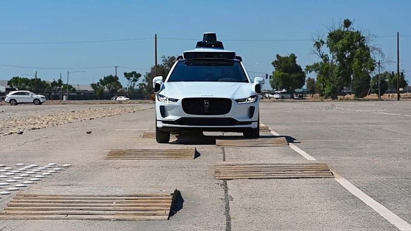 New self-driving car algorithm keeps you safe by constantly predicting doom