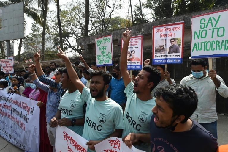 The death in prison of Bangladeshi writer Mushtaq Ahmed has sparked protests in Dhaka