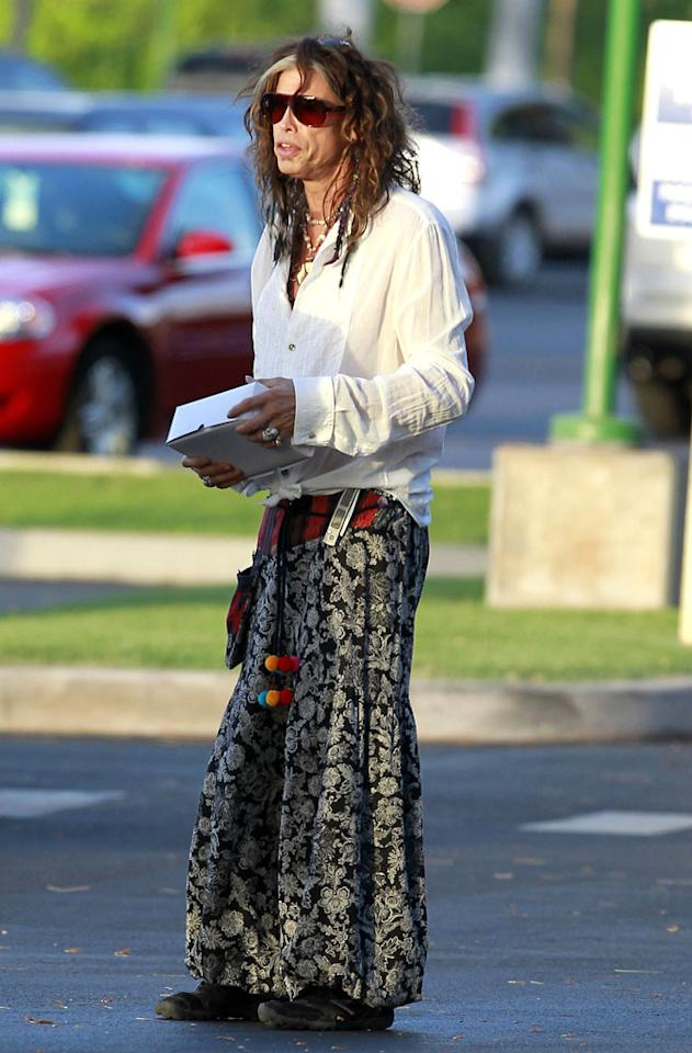 "Steven Tyler can do no wrong in our book, except when it comes to wearing Renaissance faire-inspired items. If only the aging Aerosmith rocker had accessorized with a gigantic turkey drumstick and a jousting lance. Sigh. (9/4/2012)<br><br><a target=""_blank"" href=""http://omg.yahoo.com/news/report-enrique-iglesias-offered-judging-spot-american-idol-000500094.html"">Iglesias offered judging position on 'Idol'</a>"