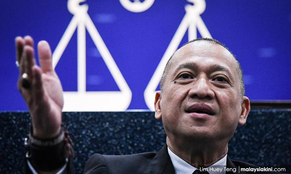 Nazri confirms meeting with 40 BN MPs, says all support the PN govt