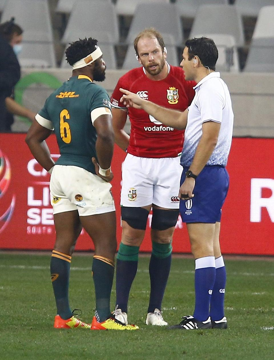 Ben O'Keeffe speaks with the captains (Steve Haag/PA) (PA Wire)