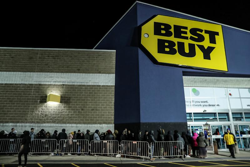 People wait in line to shop at Best Buy during a sales event on Thanksgiving day in Westbury, New York, U.S., November 22, 2018. REUTERS/Shannon Stapleton