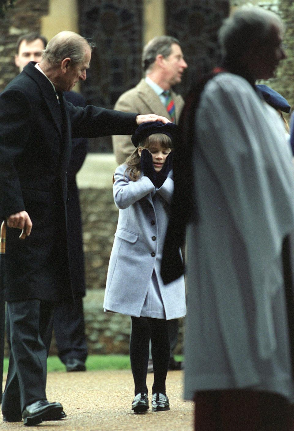 <p>Prince Philip lent his granddaughter Princess Eugenie a helping hand on Christmas morning in 1998. Photo: Getty Images.</p>