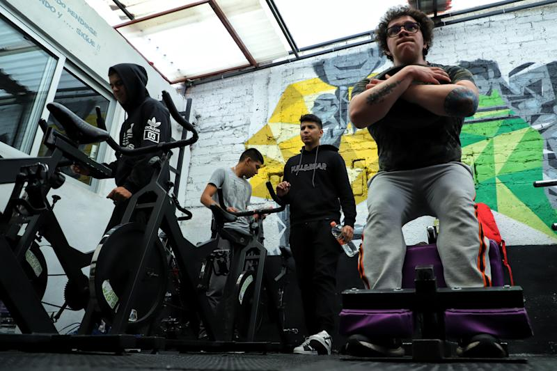MEXICO CITY, MEXICO - JULY 25: People train in a gym behind closed doors as official reopening will be allowed Monday July 27th on July 25, 2020 in Mexico City, Mexico. While most of the Mexican States remain in red color level, some activities considered non essential are now allowed by the government and the 'new normal' is gradually assimilated by society. (Photo by Héctor Alfaro/Agencia Press South/Getty Images)