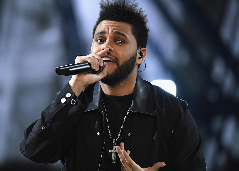 <p>The Weeknd camina por la pasarela del Victoria's Secret Fashion Show el 30 de noviembre de 2016 en París, Francia.</p> (Getty Images for Victoria's Secret)