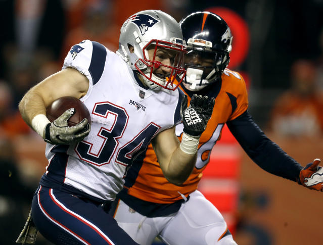 "<a class=""link rapid-noclick-resp"" href=""/nfl/players/26813/"" data-ylk=""slk:Rex Burkhead"">Rex Burkhead</a> highlights this week's look at whom you should sit and start in fantasy leagues (AP Photo)."