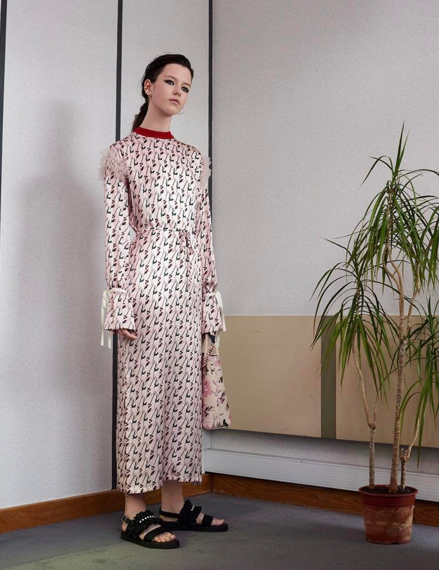 <p>Each season, Mother of Pearl collaborates with an artist, using feminine prints throughout the collection.<br><i>[Photo: Instagram/motherofpearl]</i> </p>