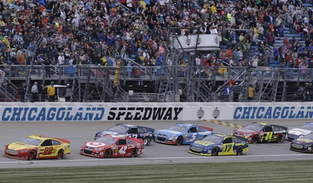 Drivers start the NASCAR Sprint Cup series auto race after a rain delay at Chicagoland Speedway, Sunday, Sept. 15, 2013, in Joliet, Ill. (AP Photo/Nam Y. Huh)
