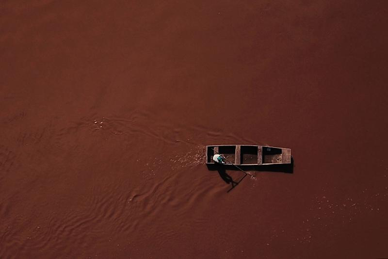 """So contaminated is the tributary to the Sao Francisco River says fisherman Jose Geraldo dos Santos, that he has been advised to not even """"step in the mud"""" (AFP Photo/DOUGLAS MAGNO)"""