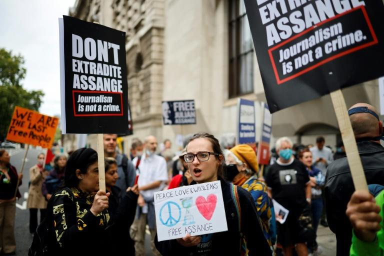 Assange extradition hearing resumes in London
