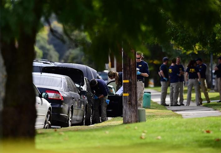 FBI agents investigate a car in front of a home in Redlands, California on December 3, 2015 (AFP Photo/Robyn Beck)