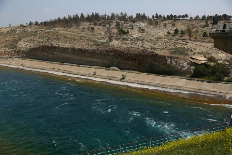 A picture taken on March 28, 2017 shows a general view of the Tabqa dam which has been partially captured from the Islamic State group by the US-backed Syrian Democratic Forces
