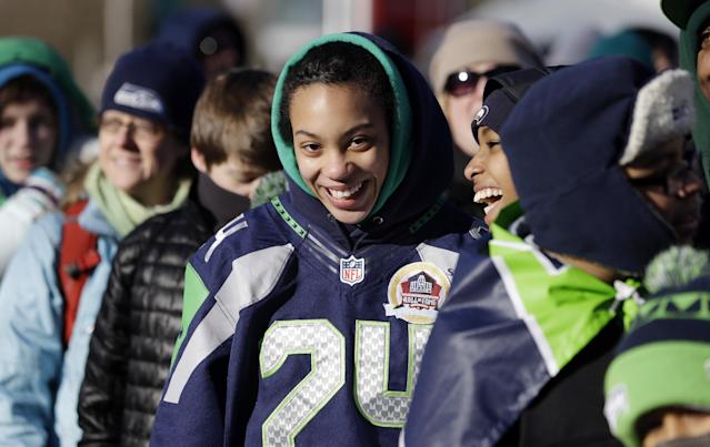 Seattle Seahawks fans stand bundled against the cold as they wait for the Super Bowl champions parade to begin Wednesday, Feb. 5, 2014, in Seattle. The Seahawks beat the Denver Broncos 43-8 in NFL football's Super Bowl XLVIII on Sunday.(AP Photo/Elaine Thompson)