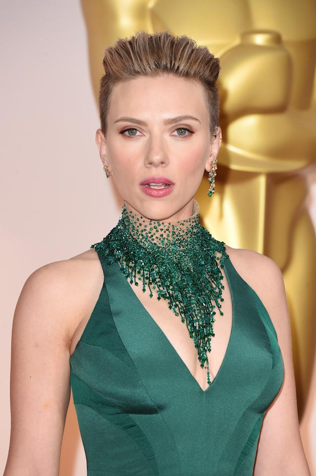 <p>Scarlett Johansson With a Matching Green Necklace</p><p>Johansson rocked the one earring trend, and also wore a giant beaded necklace that was attached to her Atelier Versace gown.</p>