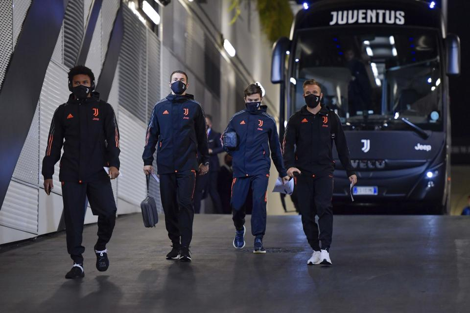 TURIN, ITALY - OCTOBER 28: (L-R) Weston McKennie, Aaron Ramsey, Paulo Dybala and Arthur Melo of Juventus arrive at the stadium prior to  the UEFA Champions League Group G stage match between Juventus and FC Barcelona at Juventus Stadium on October 28, 2020 in Turin, Italy. Sporting stadiums around Italy remain under strict restrictions due to the Coronavirus Pandemic as Government social distancing laws prohibit fans inside venues resulting in games being played behind closed doors. (Photo by Daniele Badolato - Juventus FC/Juventus FC via Getty Images)