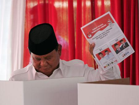 Indonesian presidential candidate Prabowo Subianto holds up his ballot paper at a polling booth during elections in Bogor, West Java, Indonesia April 17, 2019. REUTERS/Willy Kurniawan