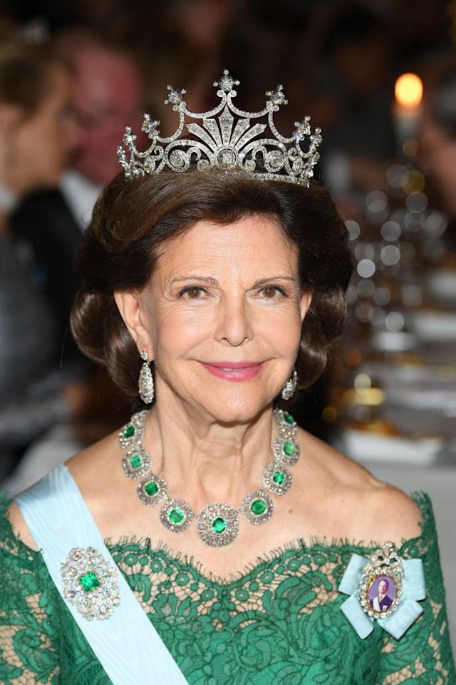 <p>Queen Silvia wore the Nine Prong tiara along with diamond earrings, a diamond-emerald necklace, and matching brooch to the Nobel Prize ceremonies and banquet. </p>