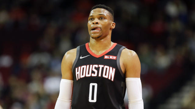 """<a class=""""link rapid-noclick-resp"""" href=""""/nba/players/4390/"""" data-ylk=""""slk:Russell Westbrook"""">Russell Westbrook</a> thought he found an issue with the rims at the Staples Center on Thursday night. They were totally fine. (AP/Eric Christian Smith)"""
