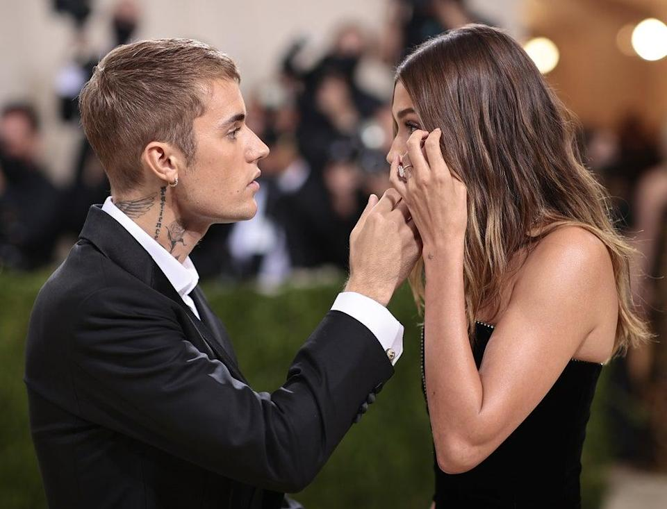 Fans think Hailey Baldwin may have been upset by chants of 'Selena' at Met Gala (Getty Images for The Met Museum/)