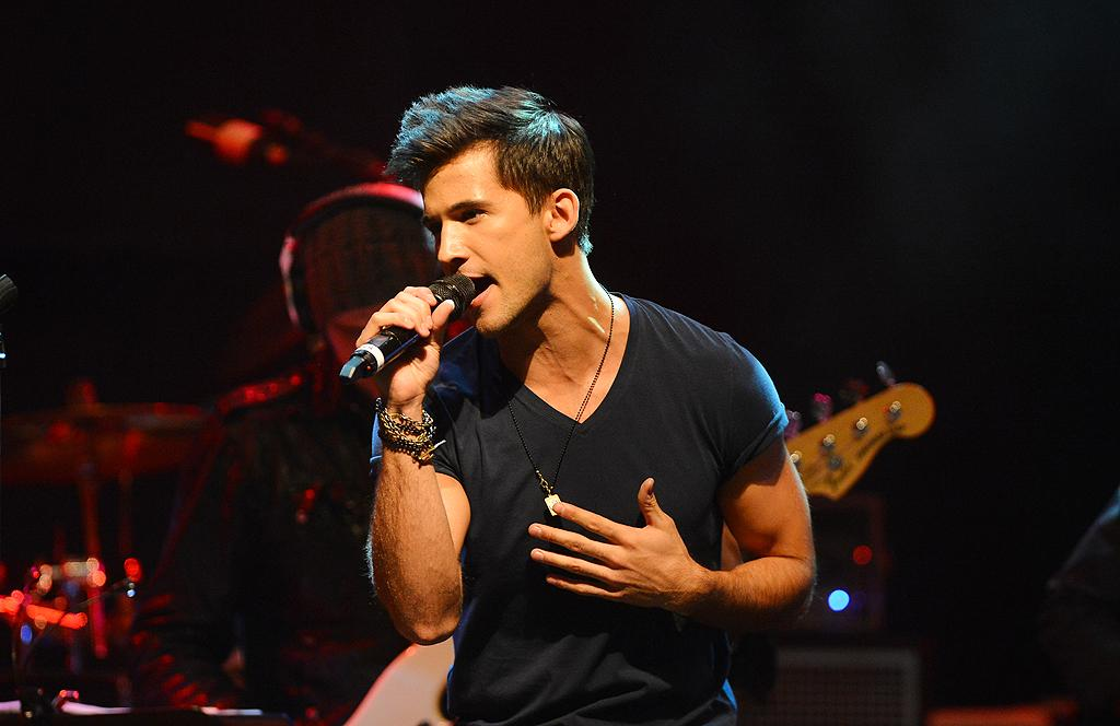 "Dez Duron at a special live performance event celebrating the Top 12 artists of ""The Voice"" on November 8, 2012 at the House of Blues in Hollywood, CA."