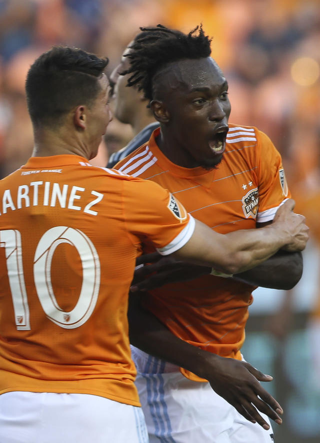 Houston Dynamo forward Alberth Elis (17) celebrates his goal against the Vancouver Whitecaps during the first half of an MLS soccer match Saturday, March 10, 2018, in Houston. (Yi-Chin Lee/Houston Chronicle/via AP)