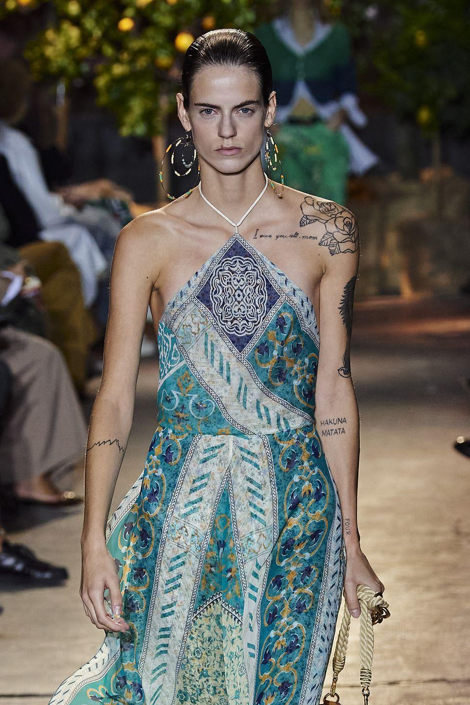 <p>Don't be afraid to stray away from metallics and head straight into bright, beautiful colors.</p><p><em>Etro</em></p>