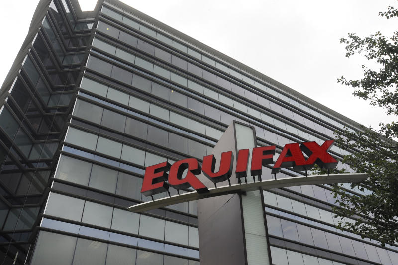 Equifax pulls customer service page, cites vendor's software