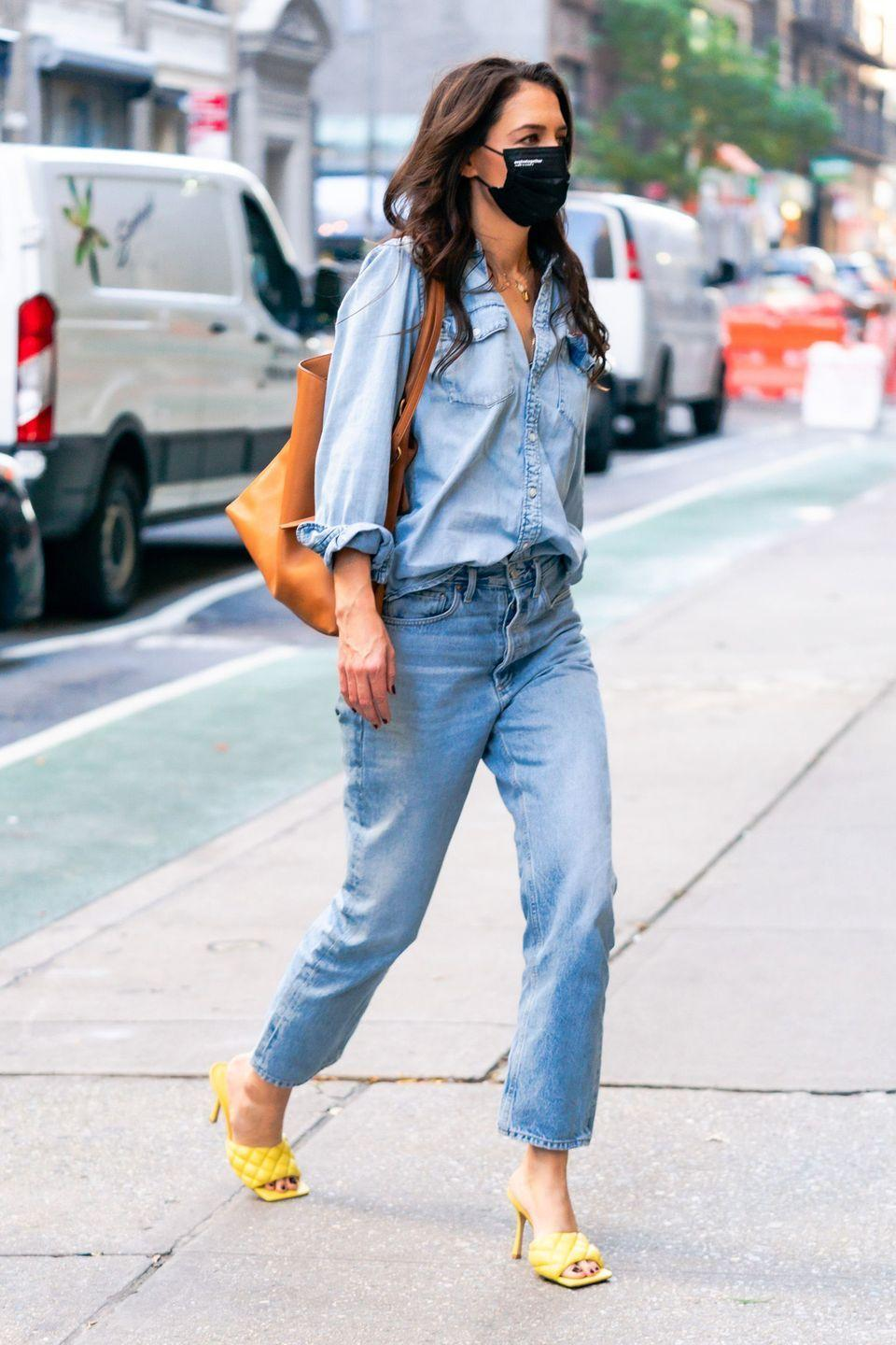 <p><strong>9 November </strong>Katie Holmes was spotted out wearing blue jeans and statement yellow Bottega Veneta mules in New York. </p>