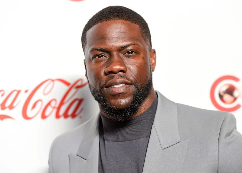 Kevin Hart returned to the stage for his first major appearance since a car crash left him badly injured several months ago.