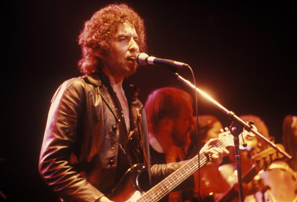 CANADA - JANUARY 01:  Photo of Bob DYLAN; performing live onstage at Massey Hall, Toronto  (Photo by Peter Noble/Redferns)
