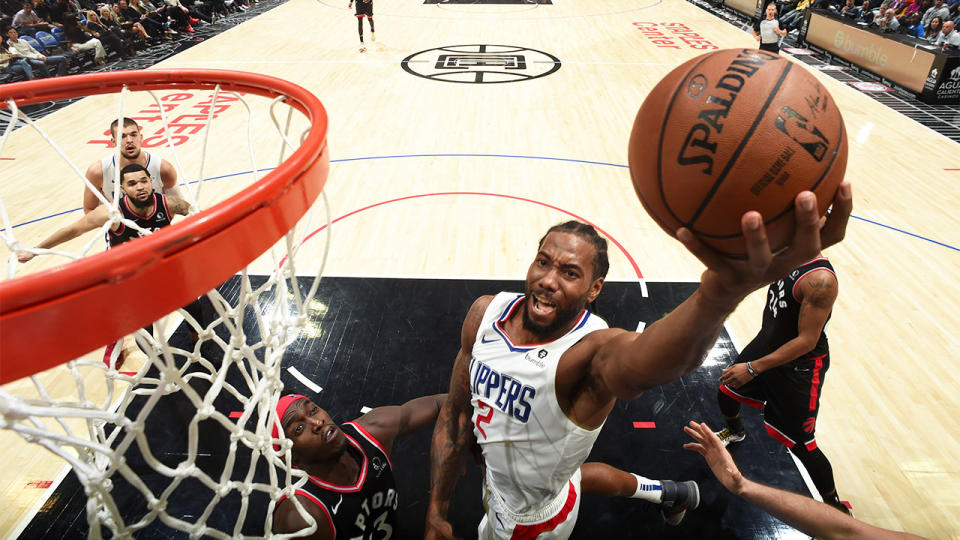 Kawhi Leonard dunking the ball for the Clippers.
