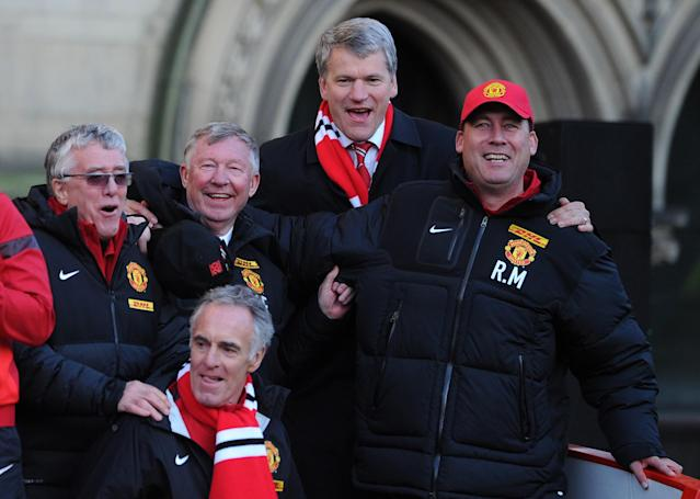 MANCHESTER, ENGLAND - MAY 13: Manchester United manager Sir Alex Ferguson and chief-executive David Gill celebrate during the Manchester United Premier League Winners Parade at Manchester Town Hall on May 13, 2013 in Manchester, England. (Photo by Chris Brunskill/Getty Images)