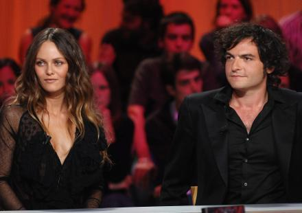 vanessa paradis et matthieu chedid couple adult re le plus hot de 2012. Black Bedroom Furniture Sets. Home Design Ideas
