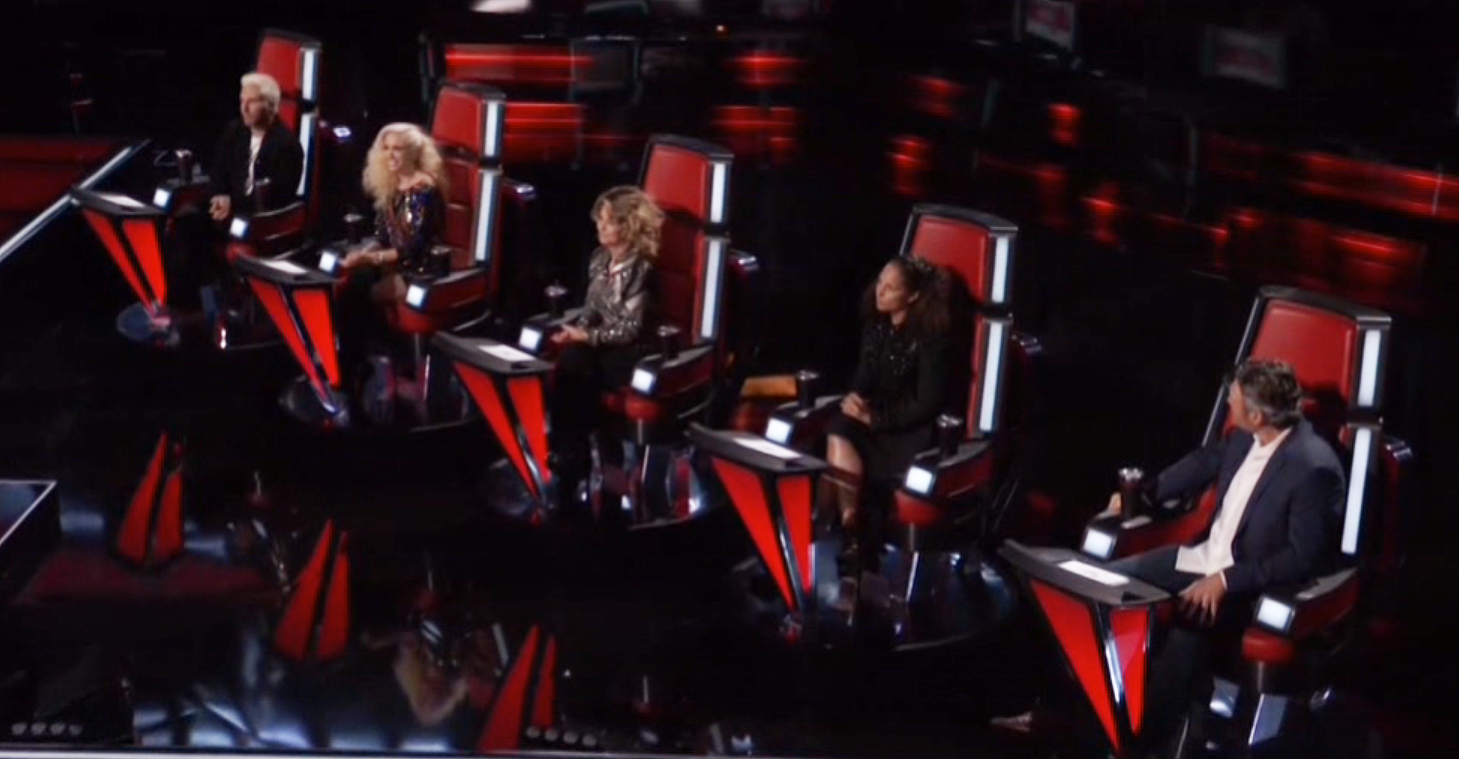 Shania Twain fills a fifth chair on 'The Voice' top 12 show