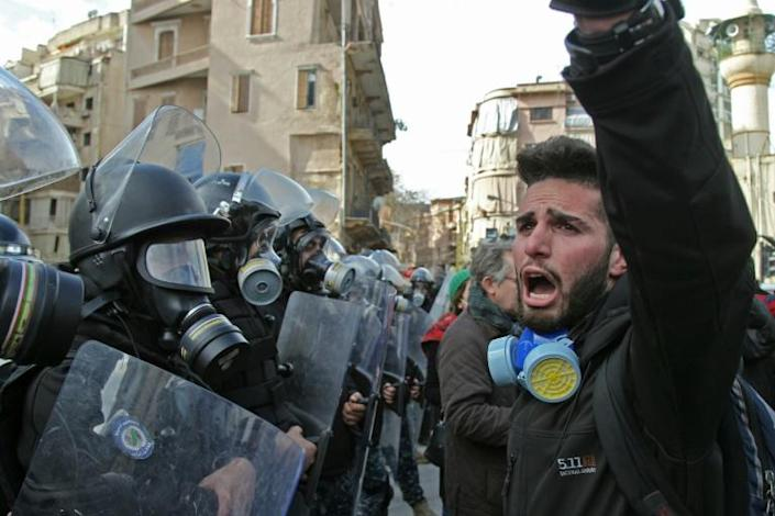 Lebanese protesters chant slogans during clashes with the security forces in the heart of Beirut (AFP Photo/IBRAHIM AMRO)