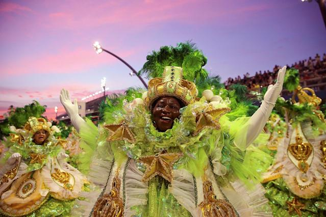 <p>A dancer from the Tom Maior samba school performs during a carnival parade in Sao Paulo, Brazil, Saturday, Feb. 10, 2018. (Photo: Andre Penner/AP) </p>