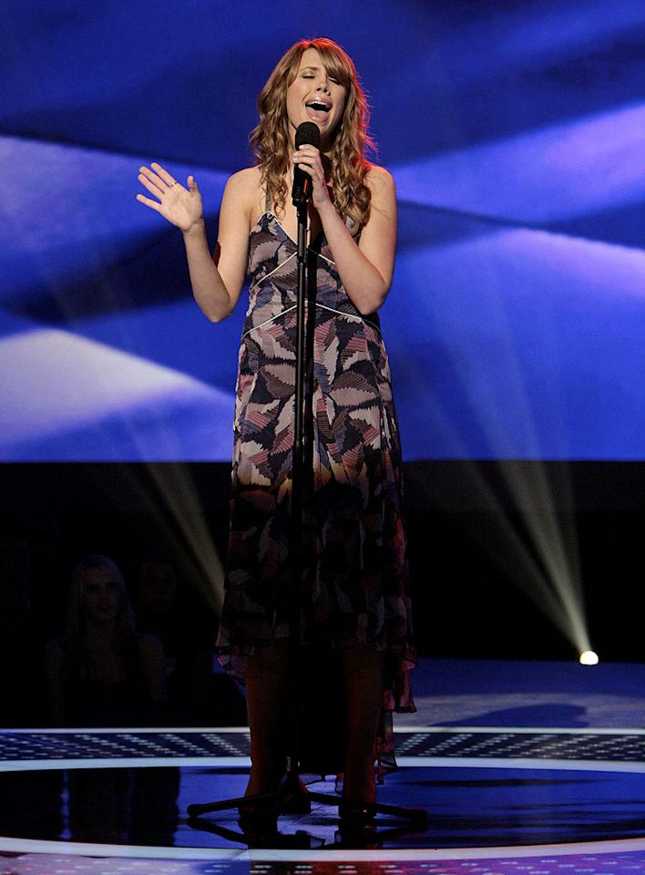 Amy Krebs performs in front of the judges on 6th season of American Idol.