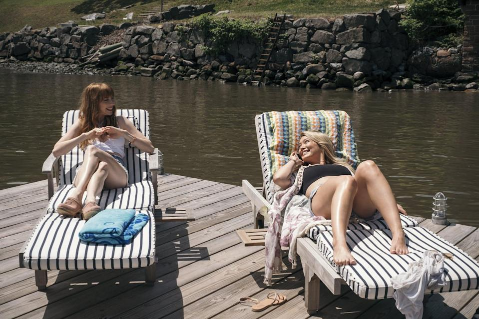 <p>The ladies are getting their tan on. </p>
