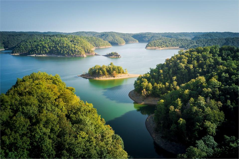 """<p>Connected to Lake Barkley by a free-flowing canal, <a href=""""https://www.kentuckylake.com/"""" rel=""""nofollow noopener"""" target=""""_blank"""" data-ylk=""""slk:Kentucky Lake"""" class=""""link rapid-noclick-resp"""">Kentucky Lake</a> creates the largest body of water between the Great Lakes and the Gulf of Mexico. It has 2,300 miles of shoreline and plenty of ways to enjoy the natural beauty of its landscape. Visit 48 public access areas or go for boat rides and hiking in nearby state parks.</p>"""