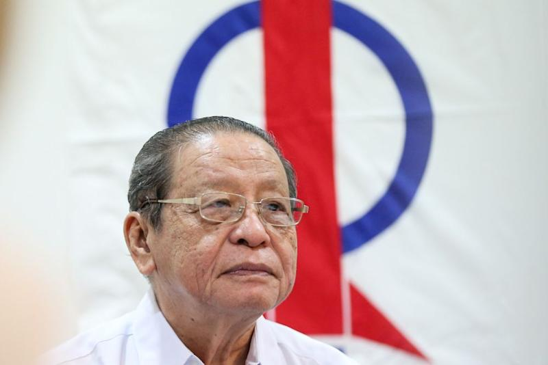 Lim Kit Siang wants Datuk Seri Najib Razak to explain about the CIA letter which was allegedly sent by the Research Department in his administration. — Picture by Ahmad Zamzahuri