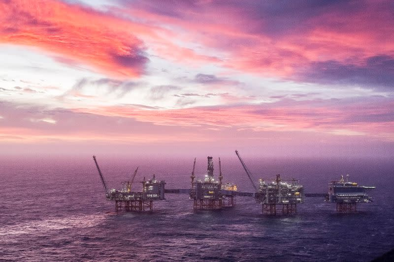 Norway could cut oil, gas output by 900,000 boepd if workers strike