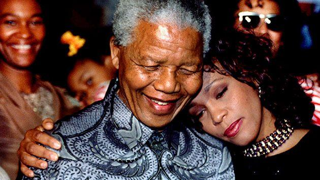 Nelson Mandela and pop star Whitney Houston pose for photographers at the presidency in Pretoria. Photo: Reuters.