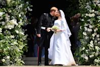<p>The couple delighted crowds by sharing a kiss outside the chapel in the grounds of Windsor Castle. (Ben Stansall - WPA Pool/Getty Images)</p>