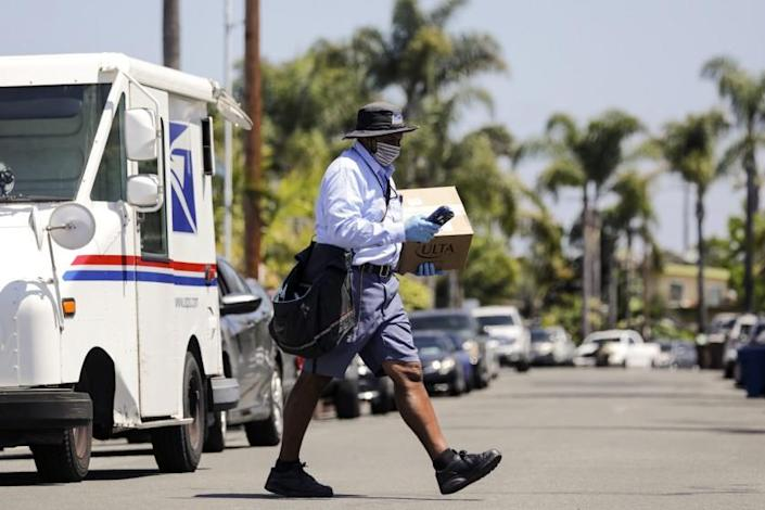 SAN CLEMENTE, CA - MAY 15: Mailman James Daniels, 59, on his mail delivery route on Friday, May 15, 2020 in San Clemente, CA. (Irfan Khan / Los Angeles Times)