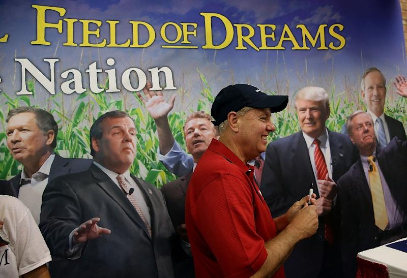 Republican presidential candidate and Senator Lindsey Graham visits the Republican Party of Iowa booth during the Iowa State Fair on August 17, 2015 in Des Moines, Iowa (AFP Photo/Justin Sullivan)