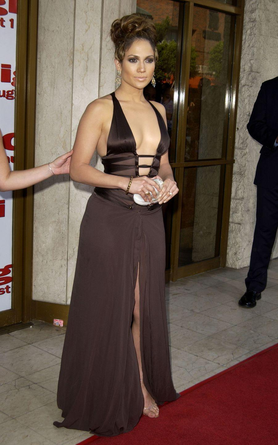 <p>Jennifer attends the premiere for her film <em>Gigli </em>(a major #TBT, right?) in a plunging brown dress with cutouts and a thigh-high slit.</p>